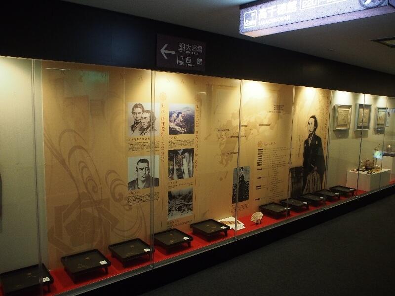 館内のギャラリーでは坂本龍馬が新婚旅行で訪れた歴史を展示