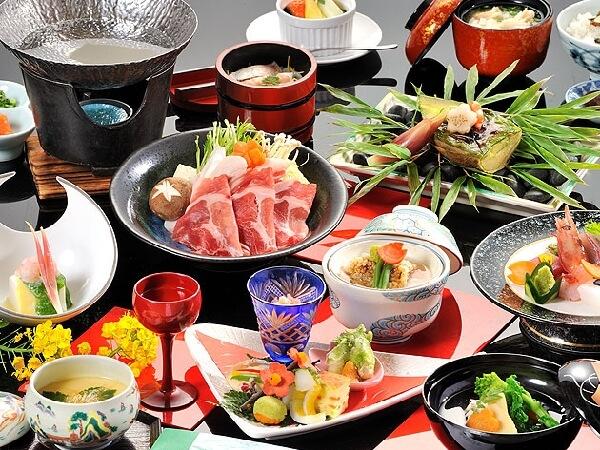 伝統調理法を存分に取り入れ調理し、郷土食豊かな料理を味わえる
