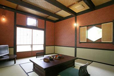 「鳥の音」の客室は8畳の和室と洋室