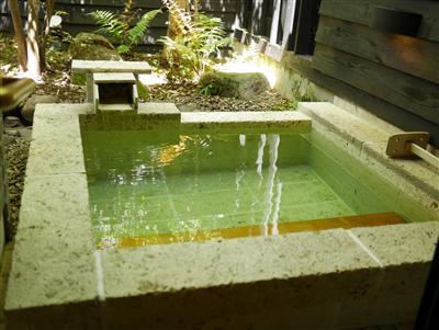 紫尾地区で唯一、客室で掛け流しの湯を堪能できます。