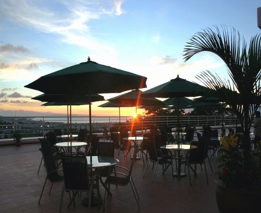 テラスからは西海岸に沈んでいく夕陽を眺めることもできます。