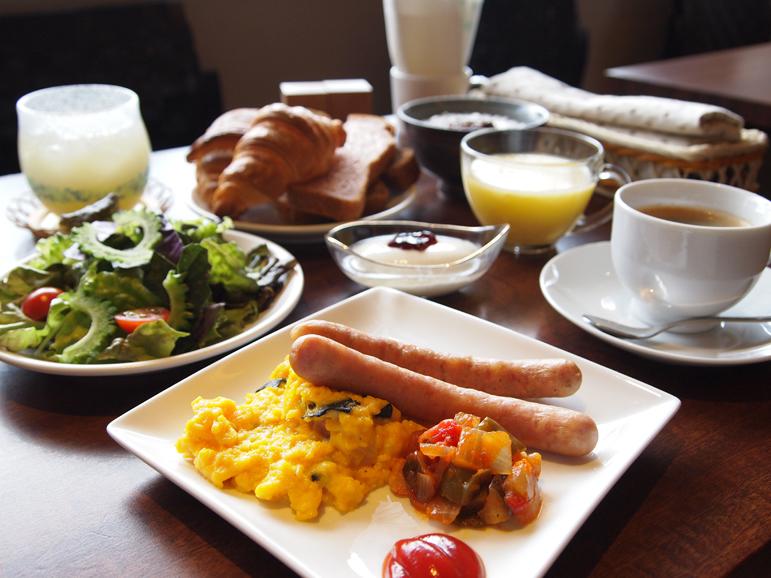 【朝食一例】平成24年2月より朝食内容を完全リニューアルいたしました。