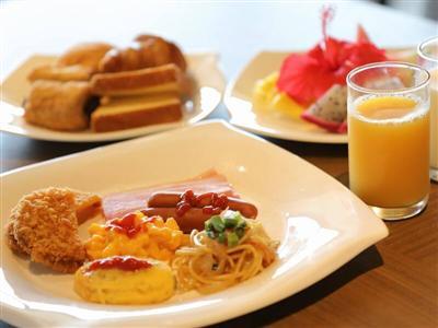 旬の食材が並ぶ朝食は展望の良いカウンター席で味わって