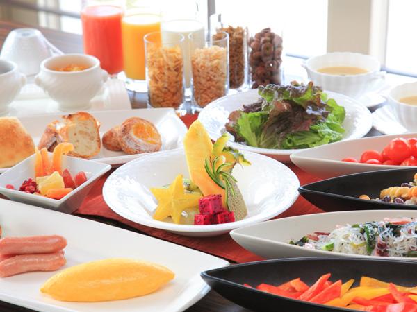 定番メニューから島素材まで選んで楽しめる朝食ビュッフェ