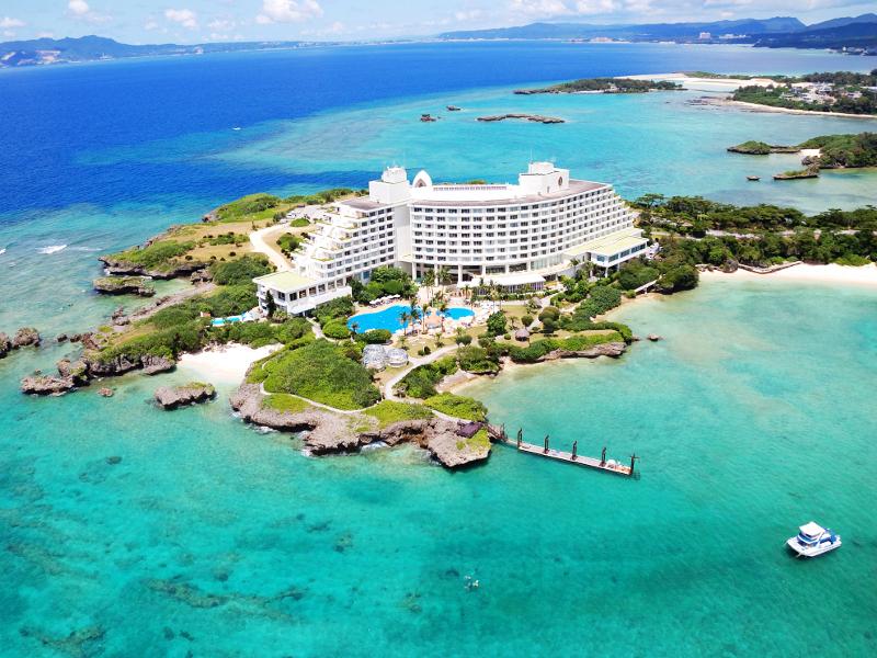 沖縄でもトップクラスの立地に恵まれた大型リゾート。