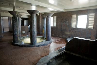 ジャグジー、ドライサウナ、スチームサウナ等、多種類の浴槽があるスパ施設