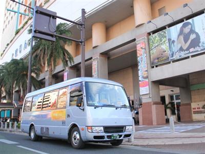 国際通りに1日7便無料のシャトルバスが運行(先着順 定員27名)