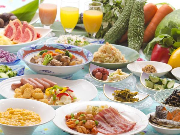 朝食は洋食を中心に地元の食材も使った和洋食のブッフェ