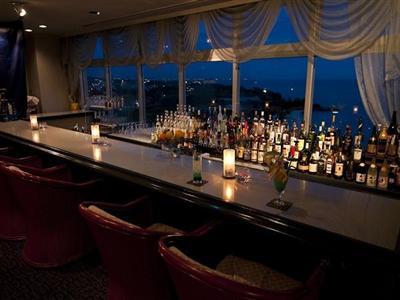 海を眺めながらお酒を楽しめる、スカイバー「ペガサス」