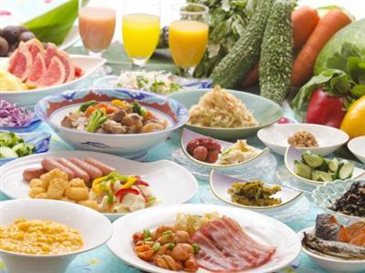 地元産の食材を中心に、琉・和・洋の鮮やかなメニュー