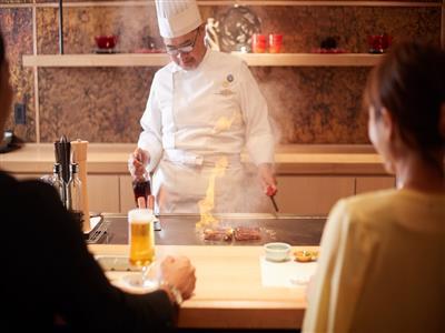 沖縄の旬な食材と職人の巧みな技でもてなすディナー