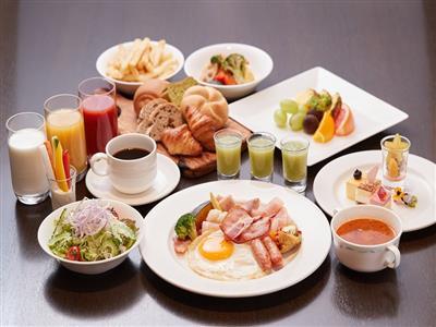 バラエティ豊かな朝食を味わって一日を元気にスタート