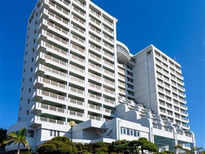 全室ミニキッチン付き、15階建の高層ホテル