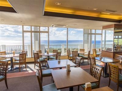 最上階(15階)にあるレストランからは東シナ海が見渡せる