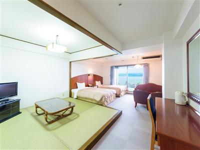 ミニキッチンと畳み間が併設されたコンドミニアムタイプの客室