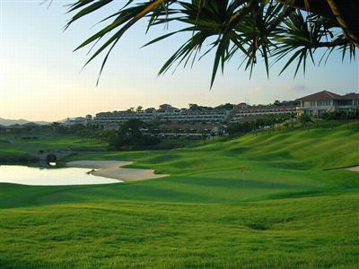 大自然の中で海を眺めながら、本格コースをまわるリゾートゴルフ