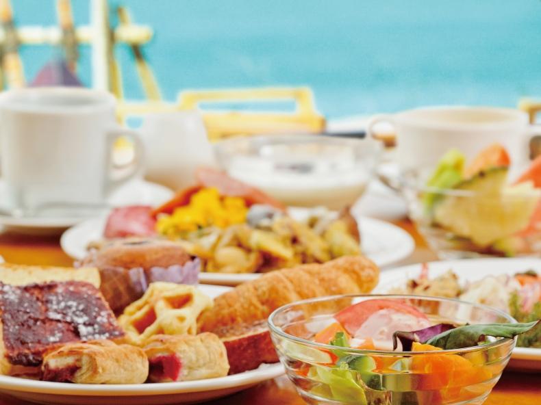 沖縄食材をいかした創作料理も楽しめる朝食ブッフェ