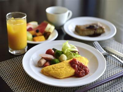 旬なメニューが並ぶ朝食!オムレツとフレンチトーストが大人気