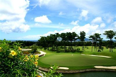 大自然の中で楽しむゴルフ