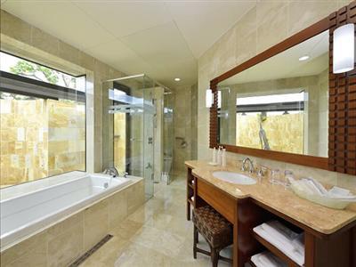 プールで遊んだ後は、アウトドアシャワーを!部屋を濡らさずに遊びを満喫