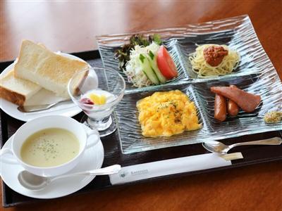 レストラン「ピラマーチ」で優雅な朝食を