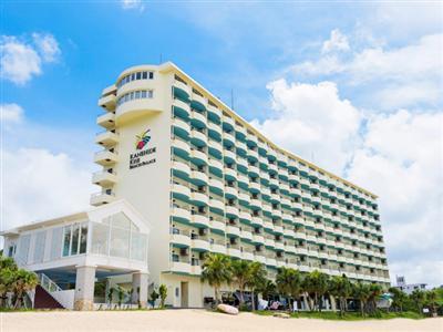 ビーチ隣接の気軽に滞在できるカジュアルリゾートホテル