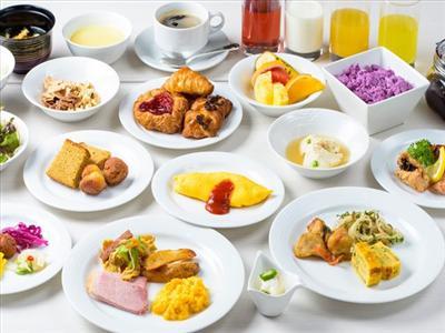 手作りの沖縄料理が大人気!彩り豊かな朝食ブッフェ