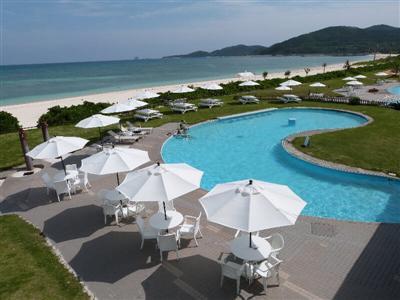 ビーチとプールで、久米島リゾートを遊び尽くす!