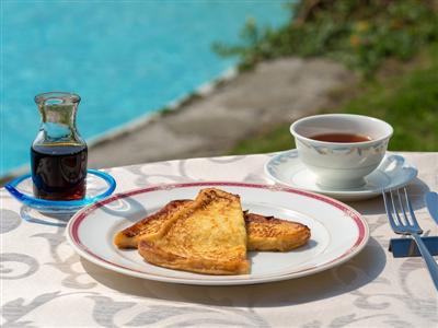 イーフビーチを目の前に、地産地消の朝食をいただく幸せ