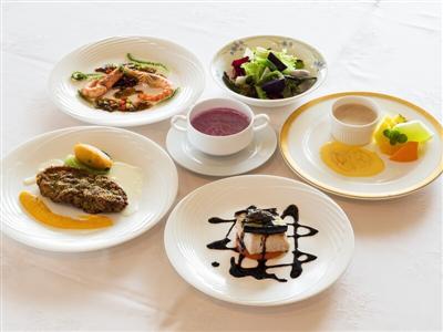 久米島産の食材を、フルコースとBBQでたっぷり味わう