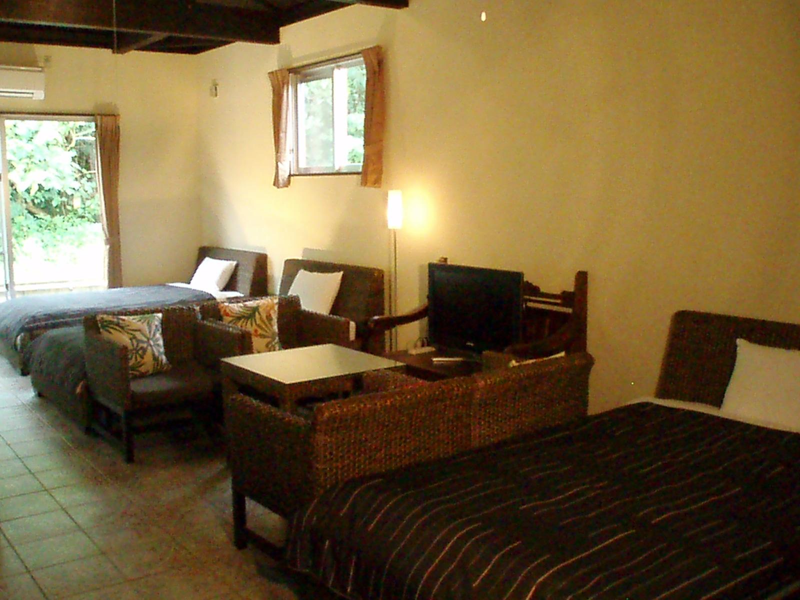 室内は開放感があり、アジアンテイストなインテリアが気分を安らげます。