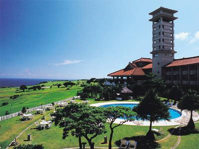 ゴルフコース併設のリゾート!すべてのお部屋から海と緑が望めます。