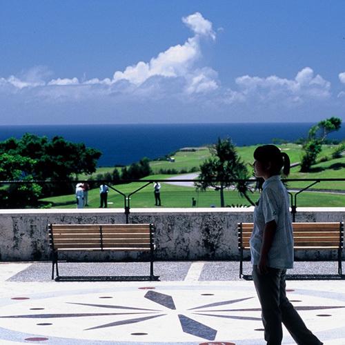 ゴルフ場を併設しているホテルで、パノラマオーシャンビューが特徴です。