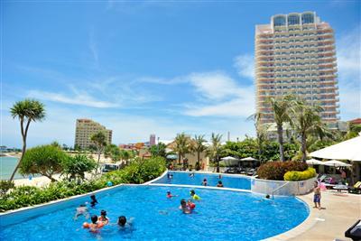 海、街、温泉、全てを満喫できる沖縄本島中部のタウンリゾート