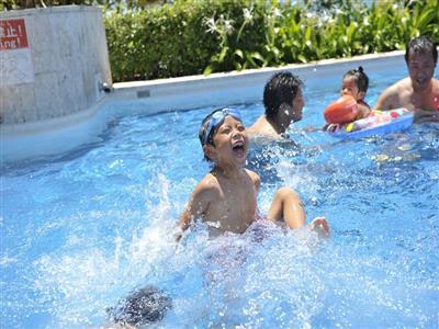 大人も子どもも大はしゃぎ! プールが一年中楽しめる
