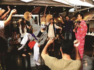 島唄ライブが人気!沖縄を感じたい人は「北谷ダイニング」へ