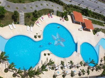 さまざまな楽しみ方ができる2種類のプール