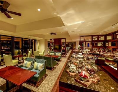 高層階宿泊は高級アメニティ付。軽食、アルコールが楽しめるラウンジ利用可