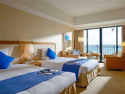 海の見える開放的でリゾート感たっぷりの客室