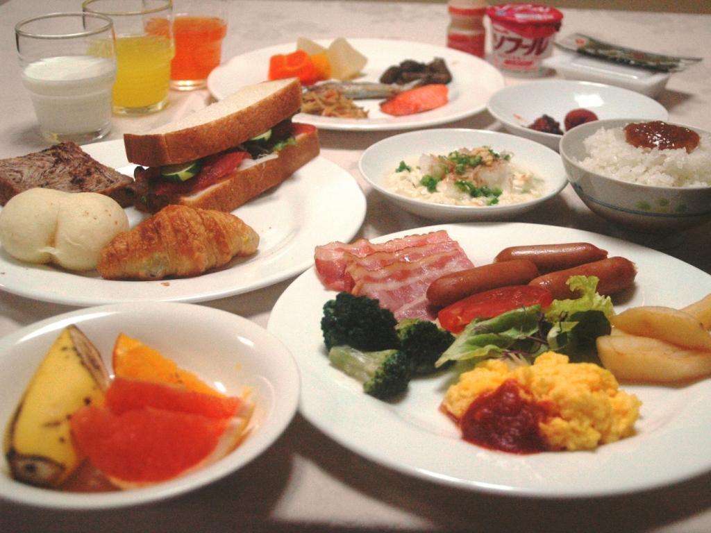 沖縄の風情を現代感覚にアレンジした落ち着いた雰囲気のレストラン。