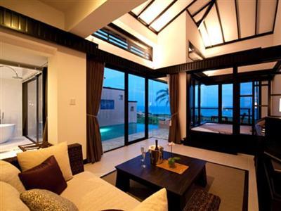 専用のプールがついたお部屋は贅沢なプライベート空間。