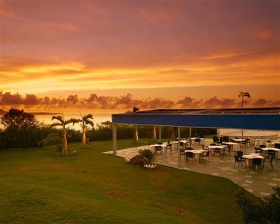 きれいな夕日を見渡せるロケーションでリゾートBBQ