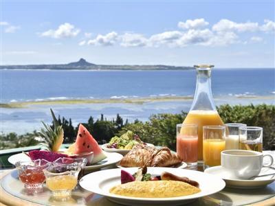 沖縄らしいメニューも並ぶ種類が豊富な朝食ブッフェ