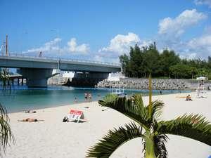 ホテルのすぐ前に泳げるビーチ【波之上ビーチ】が!海野見えるお部屋も☆