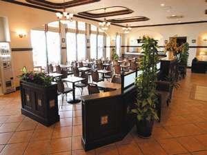 スペイン調で解放感のあるエントランスを入ると、レストランも開放的☆