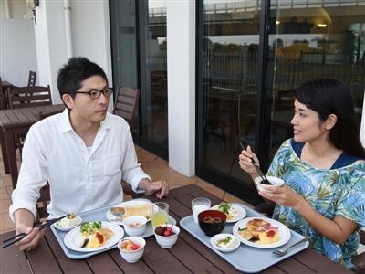 沖縄の家庭料理が味わえる朝食バイキングで朝の活力を