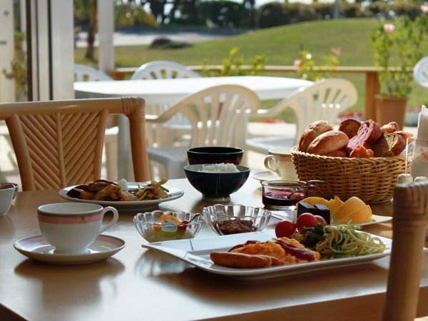 朝食一例。夕食は郷土料理、会席料理のレストランやBBQレストランがある