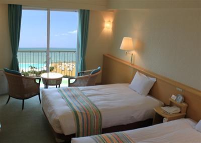 客室は海側と山側があります。写真は海側の客室一例。