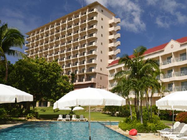 色彩の楽園宮古島 ドイツ文化村に立つレジャー型リゾートホテル