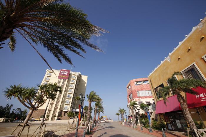 2012年オープン!サンセットビーチを望む展望浴場が自慢